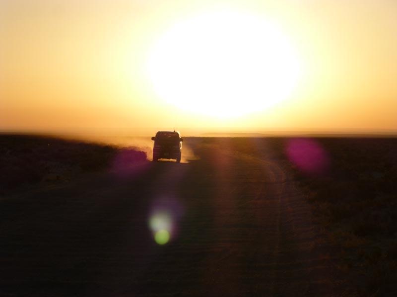 Dramatischer Sonnenuntergang in der Wüste Gobi